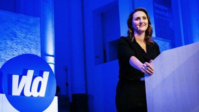 Gwendolyn Rutten maakt zich op om enkele ideetjes te lanceren. Wordt Open VLD de Tea party van Vlaanderen?