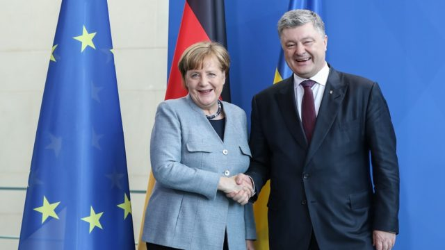 Merkel ontmoet Oekraïens president Poroshenko