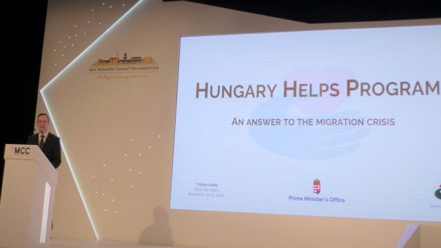 Hongarije Helpt