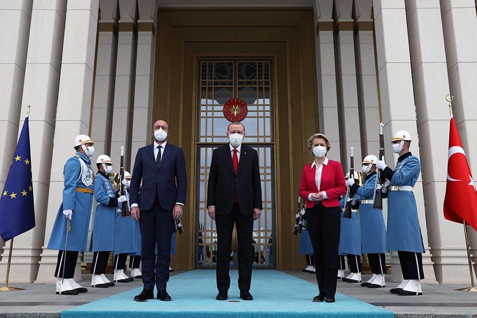 Divandiplomatie von der Leyen in Turkije - Doorbraak.be